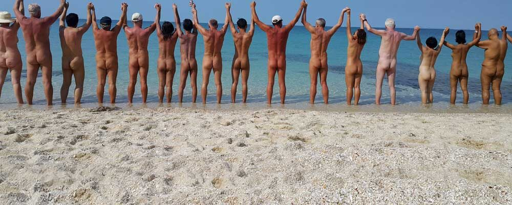 หาดเปล่า ชาวเปลือย  และนักท่องเที่ยว